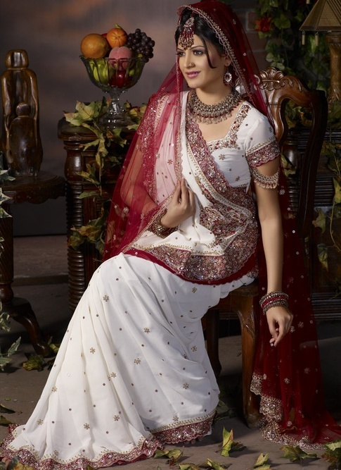 Gujarati Bridal Saree Draping Styles